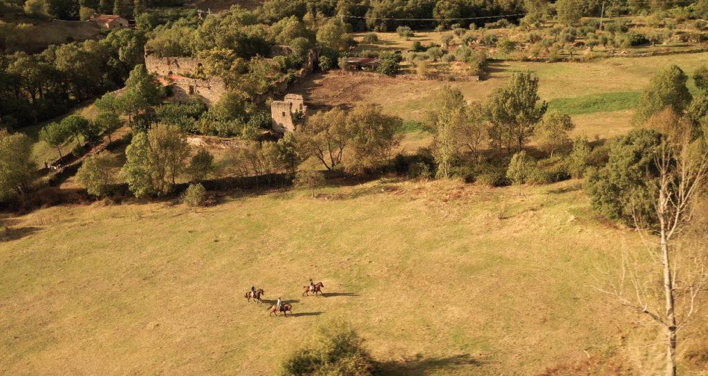Rutas a caballo en Ribera del Corneja disfrutando del movimiento lento