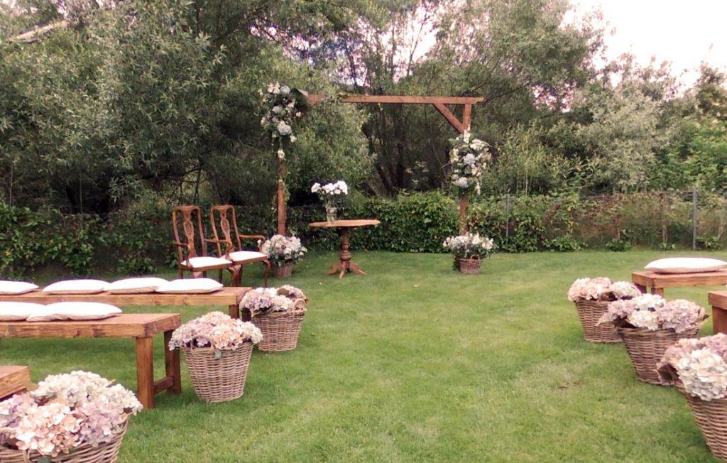 Altar de bodas en el hotel rural