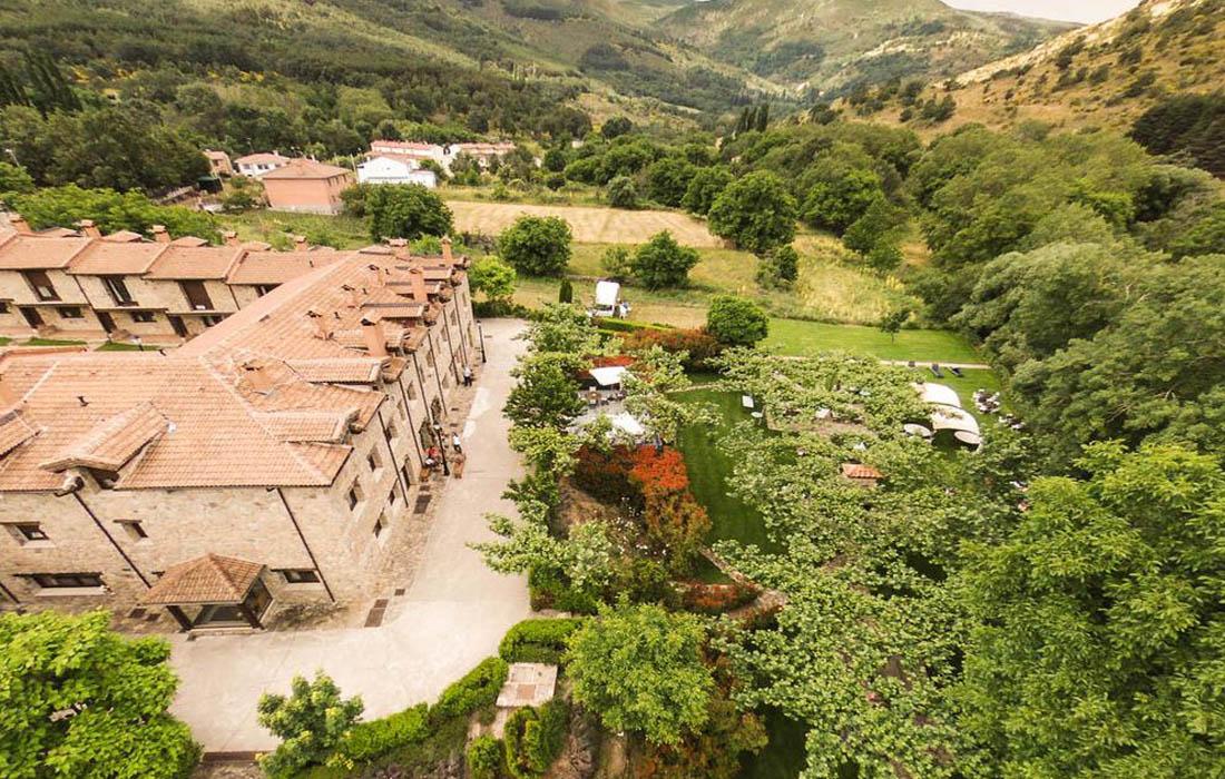 Vista aerea del hotel rural en Navacepedilla de Corneja