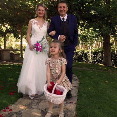 Se casan en Ribera del Corneja en plena naturaleza