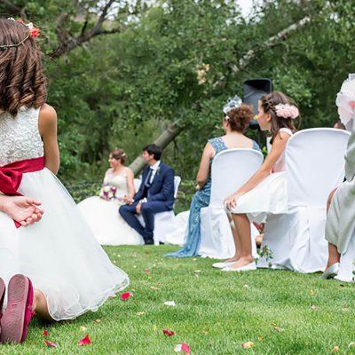 Invitados en una de las bodas celebradas en el hotel en plena naturaleza en la Sierra de Gredos