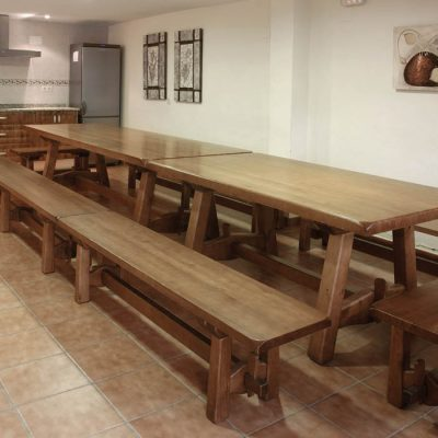 Mesa para comidas en grupo y eventos