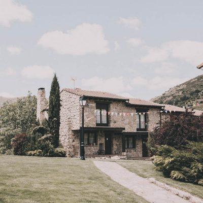 Fachada bonita del hotel rural Ribera del Corneja