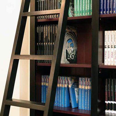 Detalle de librería del hotel para compartir